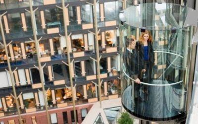 ¿Cuántos ascensores debe tener un edificio?